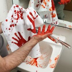 Krvavý ručník 74x40cm