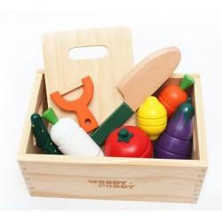 Čerstvá dřevěná zelenina s příslušenstvím