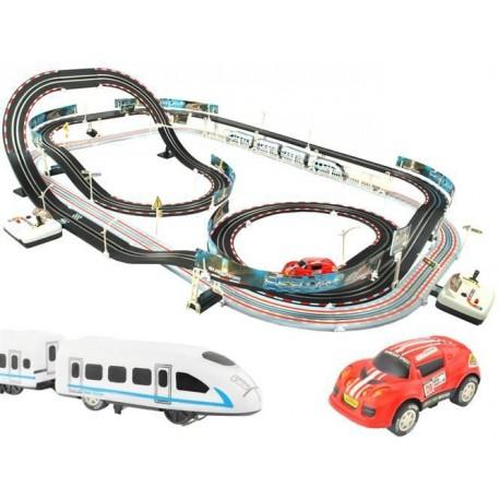 Závodní dráha s cestou na vlak a autíčky